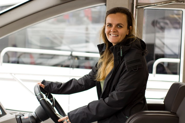 Driving a SunSeeker yacht Southampton Boat Show 2017